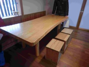 センノキ(ハリギリ)のテーブル