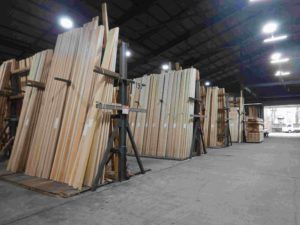 製材センターに保管された板材