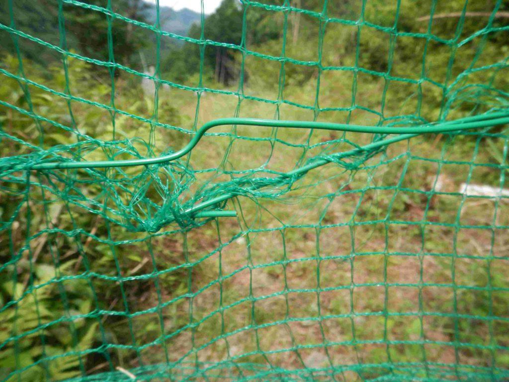針金を通した網