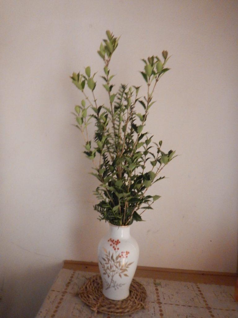 イチイとヒイラギの生け花