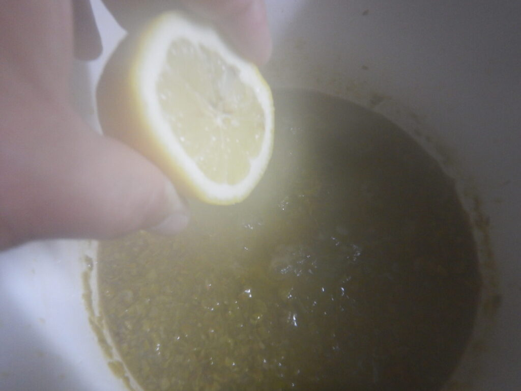 レモン汁をいれます