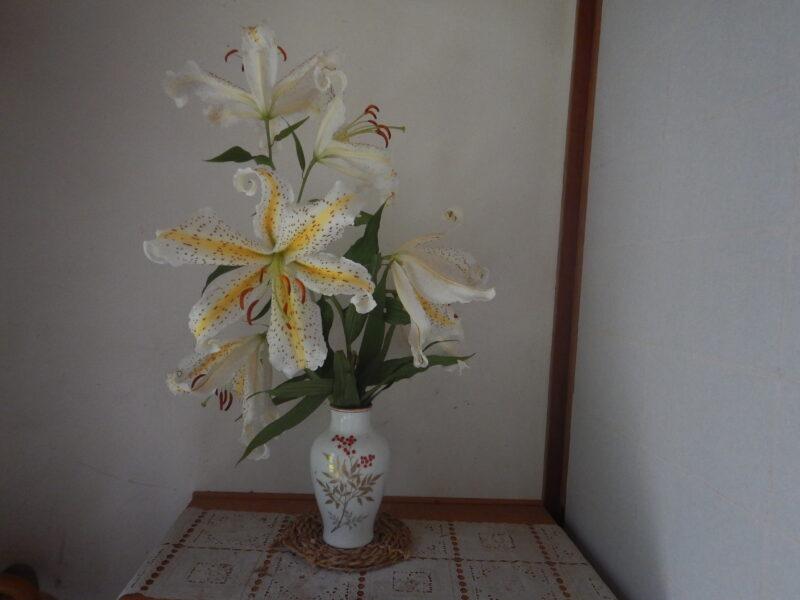 花瓶のヤマユリ